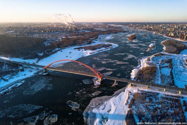 Cây cầu Bugrinsky qua sông Obi tại thành phố Novosibirsk - Sputnik Việt Nam