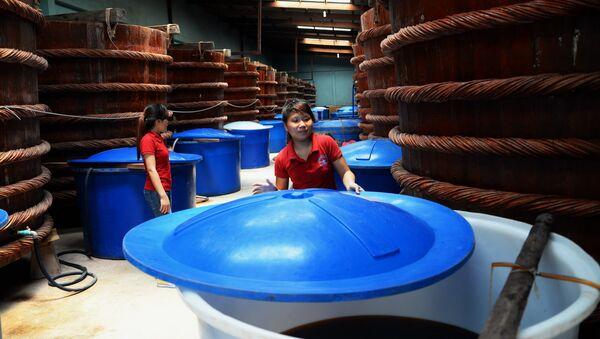 Một hãng sản xuất nước mắm truyền thống tại Phú Quốc - Sputnik Việt Nam