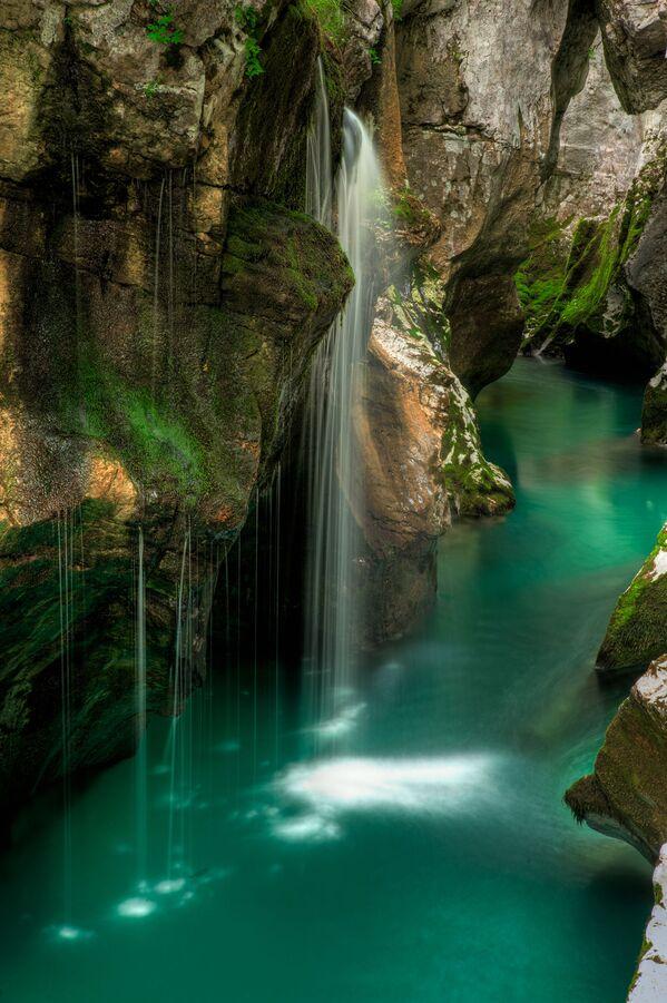 Thác nước trên sông Soca ở Slovenia - Sputnik Việt Nam