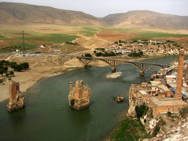 Quang cảnh thành phố Thổ Nhĩ Kỳ Hasankeyf bên dòng sông Tigris - Sputnik Việt Nam