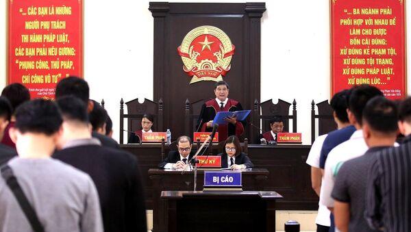 Thẩm phán, Chủ tọa phiên tòa Nguyễn Vinh Quang tuyên bản án phúc thẩm. - Sputnik Việt Nam