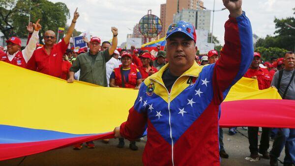 Những người tham gia biểu tình ủng hộ tổng thống hợp pháp Venezuela Nicolas Maduro, Caracas - Sputnik Việt Nam