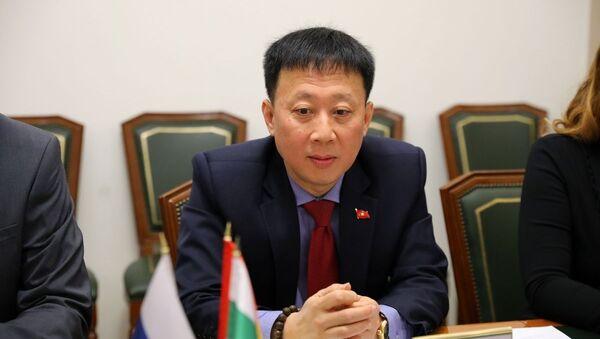 Tổng lãnh sự Việt Nam tại Yekaterinburg Ngô Phương Nghị tại cuộc gặp với Quyền Thống đốc tỉnh Kurgan Vadim Shumkov - Sputnik Việt Nam