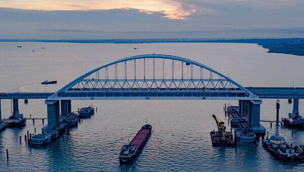 Cầu Crưm bắc qua eo biển Kerch - Sputnik Việt Nam
