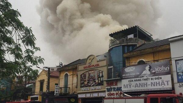 Đám cháy bùng phát tại khu vực phía sau khách sạn Sao Mai sáng ngày 17.3 - Sputnik Việt Nam