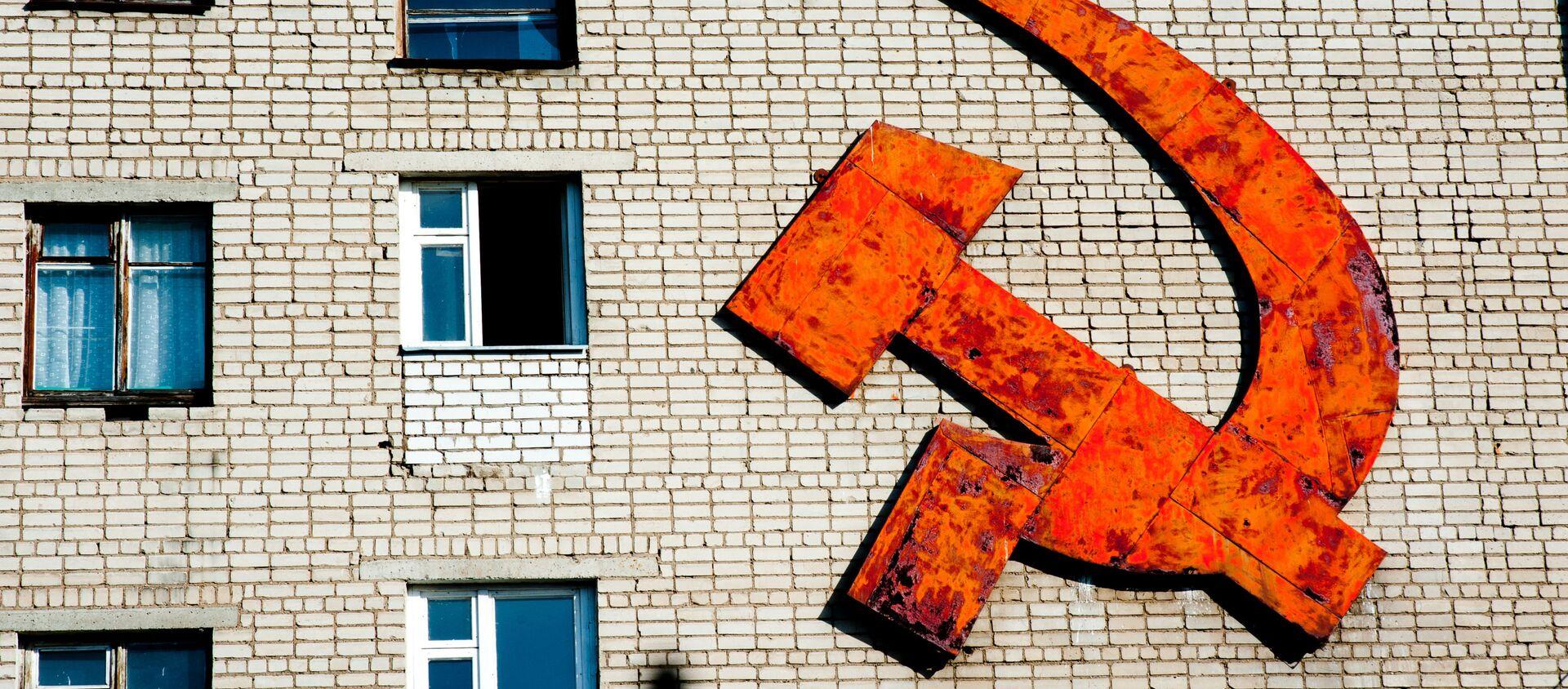 Серп и молот на стене жилого дома в Ростове - Sputnik Việt Nam, 1920, 02.09.2020