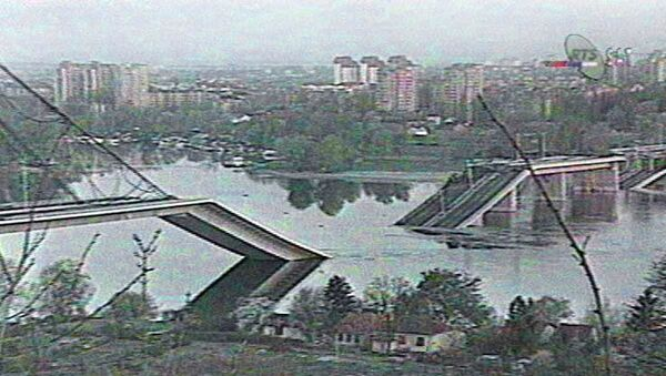 Cây cầu bắc qua sông Danube ở thành phố Novi Sad của Nam Tư bị phá hủy vì NATO không kích , tháng 3 năm 1999 - Sputnik Việt Nam