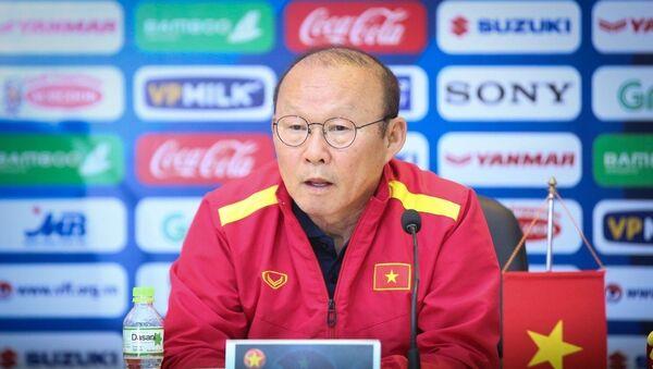 HLV trưởng đội tuyển Việt Nam, Park Hang seo tại buổi họp báo. - Sputnik Việt Nam
