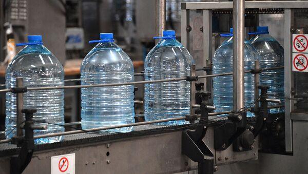 Chọn nước uống như thế nào và có cần rửa tay sau khi đi vệ sinh không? - Sputnik Việt Nam