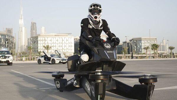 """Cảnh sát Dubai có """"xe bay"""" đầu tiên trên thế giới. Sáng chế gia tiết lộ gì với Sputnik? - Sputnik Việt Nam"""