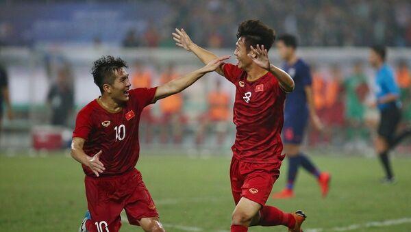 Chiến thắng thuyết phục 4 - 0 trước U23 Thái Lan đã thắp lên niềm hy vọng cho người hâm mộ cả nước về một lứa cầu thủ kế cận tài năng.  - Sputnik Việt Nam