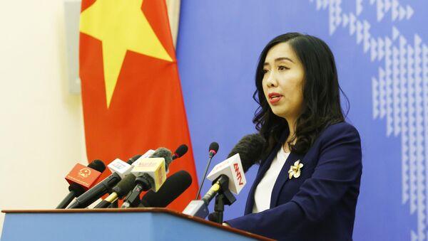 Người phát ngôn Bộ Ngoại giao Lê Thị Thu Hằng trả lời các câu hỏi của phóng viên báo chí trong và ngoài nước.  - Sputnik Việt Nam