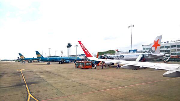 Máy bay của Vietnam Airlines, Jetstar và Vietjet tại Cảng Hàng Không Tân Sơn Nhẩt - Sputnik Việt Nam