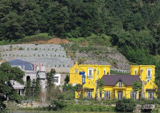 Khu biệt thự Hoàng Lê Gia Garden tại xã Minh Trí, huyện Sóc Sơn, một công trình khủng được Thanh tra TP Hà Nội chỉ rõ có sai phạm nghiêm trọng.