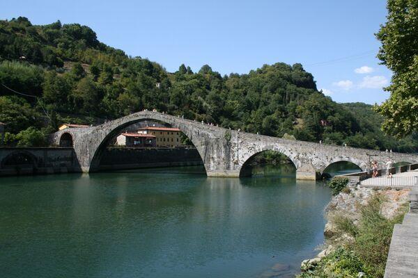 Cầu Mary Magdalene ở Borgo a Mozzano, Ý - Sputnik Việt Nam