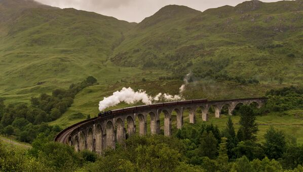 Cầu cạn Glenfinnan vòm bê tông đường sắt ở Scotland - Sputnik Việt Nam