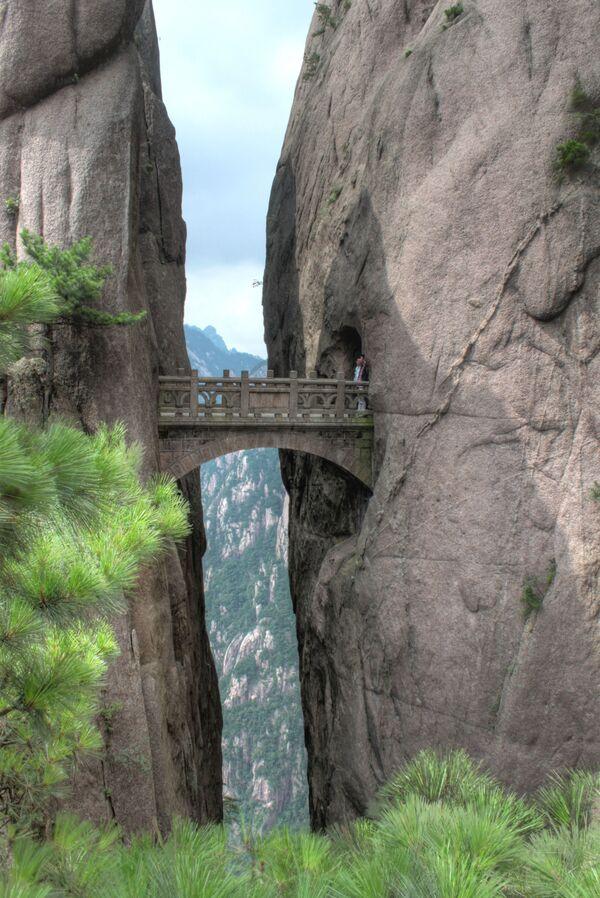 Cầu trên núi Hoa Sơn ở Trung Quốc - Sputnik Việt Nam