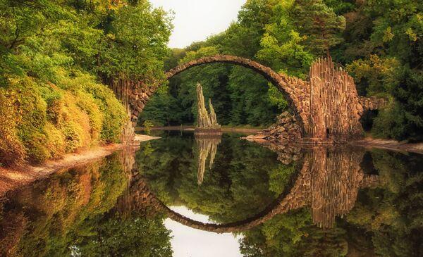 Cầu Rakotzbrücke trong Công viên Kromlau ở Gblenz, Đức - Sputnik Việt Nam