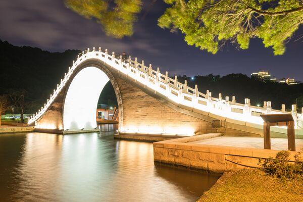 Cầu Trăng trong công viên Dahu ở Đài Bắc - Sputnik Việt Nam