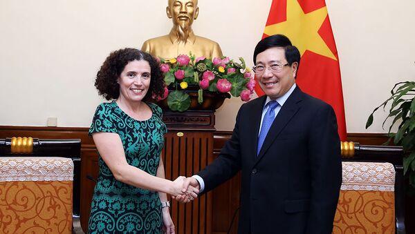 Phó Thủ tướng Phạm Bình Minh tiếp Đại sứ Uruguay.  - Sputnik Việt Nam