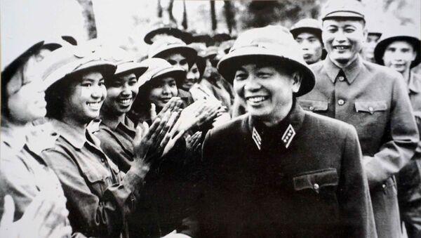 Đại tướng Võ Nguyên Giáp và Trung tướng Đồng Sỹ Nguyên - Sputnik Việt Nam