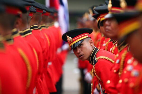 Lính cận vệ danh dự tại tổng hành dinh quân đội Thái Lan ở Bangkok - Sputnik Việt Nam