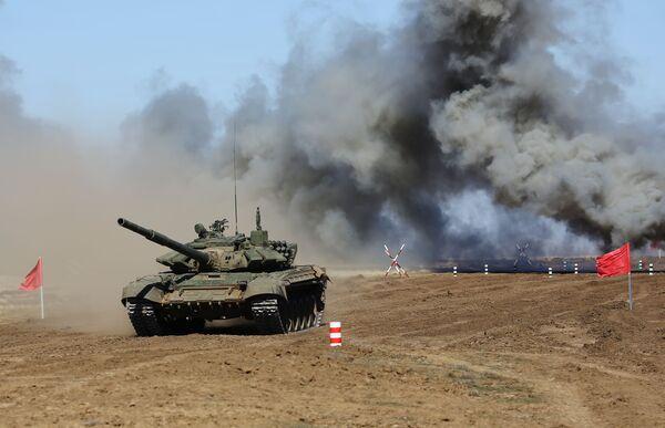 Xe tăng T-72 tại cuộc thi Biathlon xe tăng ở tỉnh Volgograd - Sputnik Việt Nam