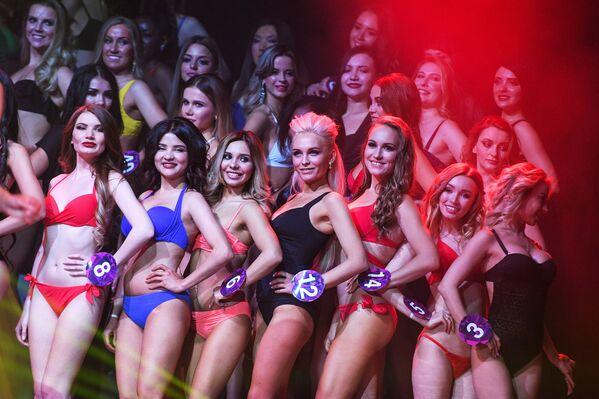 Các nữ thí sinh cuộc thi sắc đẹp Miss International Mini 2019 trong đêm chung kết tại Moskva - Sputnik Việt Nam