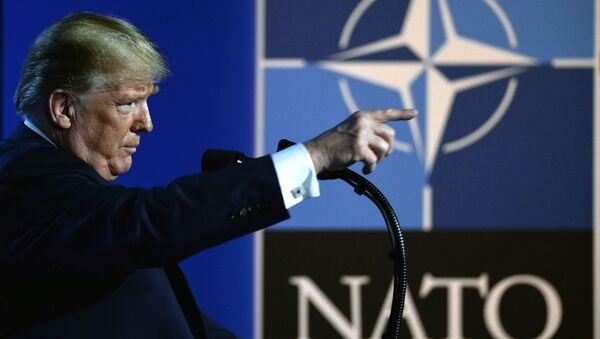 Tổng thống Mỹ Donald Trump tại Hội nghị thượng đỉnh NATO - Sputnik Việt Nam