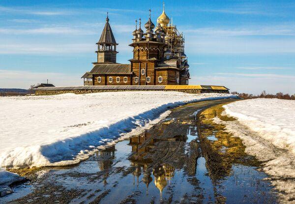 Quang cảnh tổ hợp kiến trúc trong Khu bảo tồn-Bảo tàng Kizhi ở Karelia - Sputnik Việt Nam