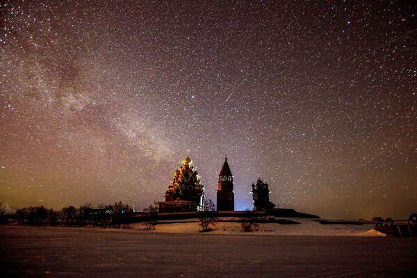 Quang cảnh kiến trúc Kizhi vào ban đêm  - Sputnik Việt Nam
