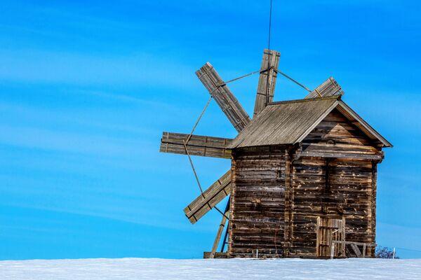 Cối xay gió từ đảo Volkostrov được trưng bày tại Khu bảo tồn-Bảo tàng  Kizhi ở Karelia - Sputnik Việt Nam