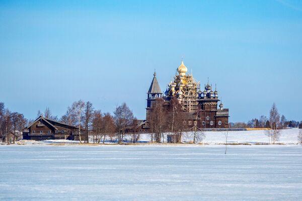 Quang cảnh kiến trúc Kizhi trong Khu bảo tồn-Bảo tàng Kizhi ở Karelia - Sputnik Việt Nam