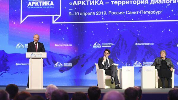 Tổng thống Nga Vladimir Putin tại Diễn đàn Bắc cực quốc tế lần thứ V - Sputnik Việt Nam