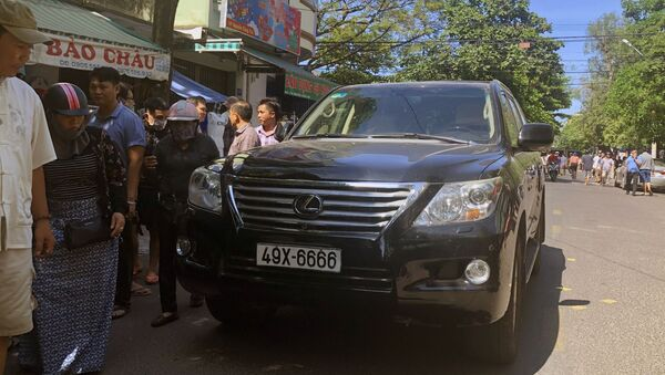 Chiếc xe gây tai nạn làm 2 người chết, nhiều người bị trọng thương.  - Sputnik Việt Nam