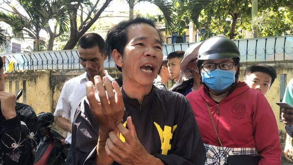 Ông Lê Đức Ngạn (Đội dịch vụ tang lễ Lê Văn Thứ), người thoát chết trong vụ tai nạn.  - Sputnik Việt Nam