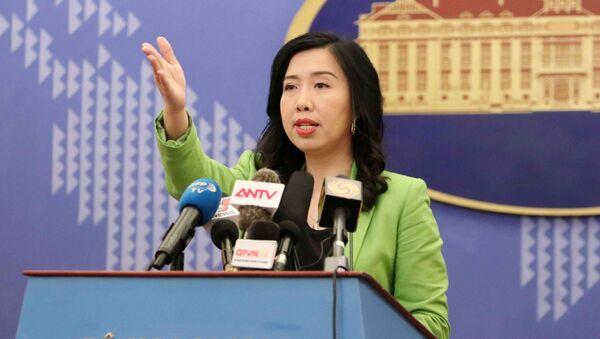 Người Phát ngôn Bộ Ngoại giao Lê Thị Thu Hằng mời phóng viên đặt câu hỏi.   - Sputnik Việt Nam