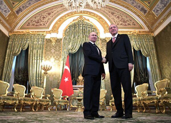 Tổng thống Nga Vladimir Putin và Tổng thống Thổ Nhĩ Kỳ Recep Tayyip Erdogan trong cuộc gặp - Sputnik Việt Nam