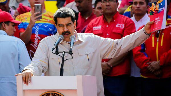Tổng thống Venezuela Nicolas Maduro phát biểu tại Caracas trong cuộc mit tinh ủng hộ ông - Sputnik Việt Nam
