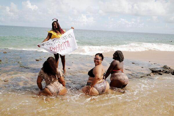 Những người tham gia biểu tình phản đối kỳ thị người béo ở Brazil - Sputnik Việt Nam
