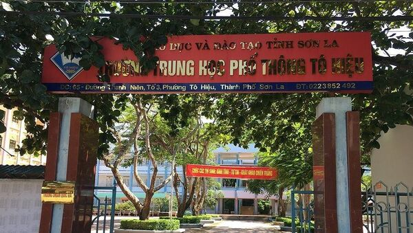 Trường trung học phổ thông Tô Hiệu (Sơn La) có nhiều thí sinh có điểm thi cao bất thường, trong đó có thí sinh đỗ top 3 đại học Y Hà Nội đã bị phát hiện được nâng điểm.  - Sputnik Việt Nam