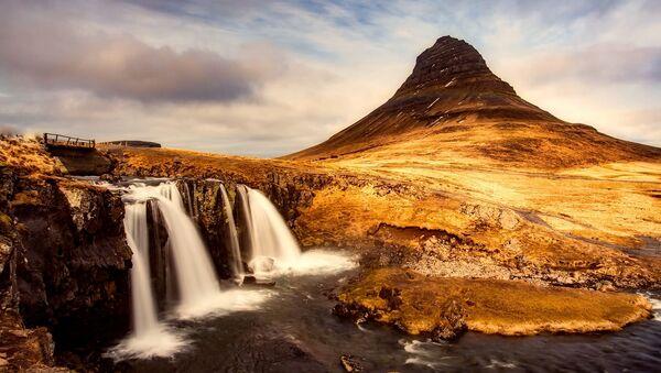 Quang cảnh núi Kirkyufetl ở Iceland xuất hiện trong tầm nhìn của Sandor Clegane - Sputnik Việt Nam