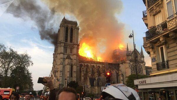 Cháy lớn nhà thờ Đức Bà Paris - Sputnik Việt Nam