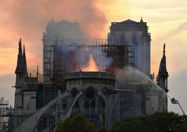 Cháy lớn tại Nhà thờ Đức Bà Paris