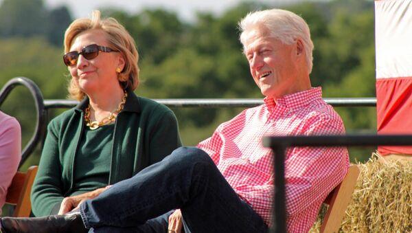 Hillary và Bill Clinton - Sputnik Việt Nam
