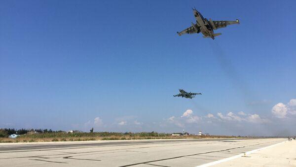 Chiến đấu cơ của Nga cất cánh từ sân bay Hmeymim, Syria. - Sputnik Việt Nam
