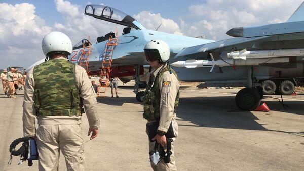 Phi công Nga chuẩn bị cất cánh bằng Su-30 từ sân bay Hmeymim tại Syria - Sputnik Việt Nam
