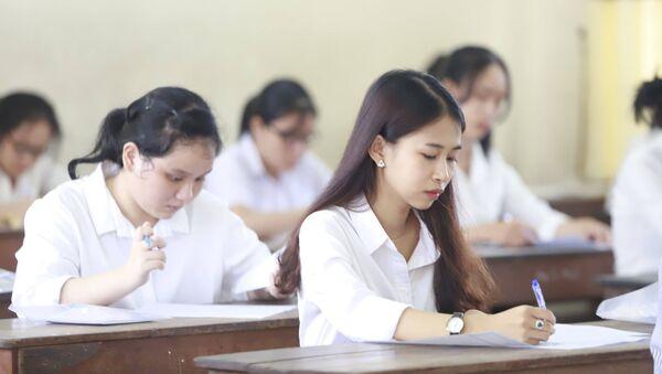 Thí sinh làm bài thi - Sputnik Việt Nam