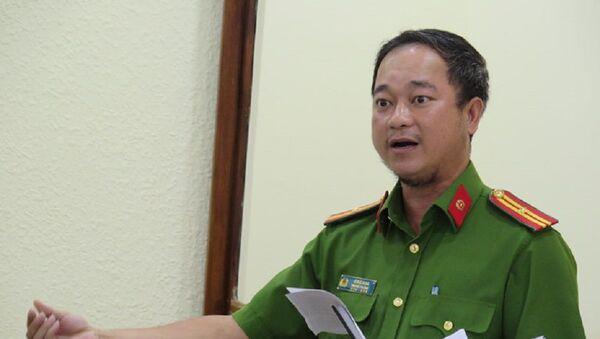 Thiếu tá Lê Đức Song phát biểu liên quan vấn đề xâm hại tình dục trẻ em ở buổi giám sát - Sputnik Việt Nam