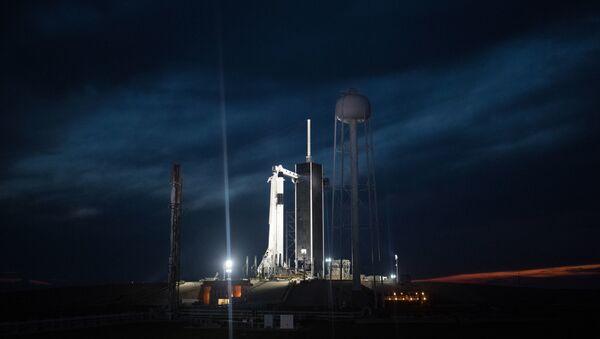 SpaceX Falcon 9 với Crew Dragon - Sputnik Việt Nam